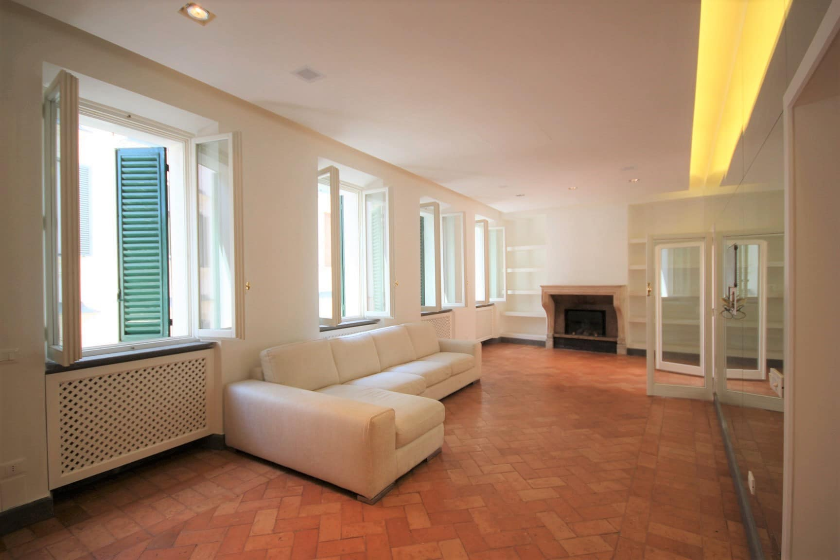 Exclusive Penthouse with Terrace in Rome Historic Center – Piazza Farnese