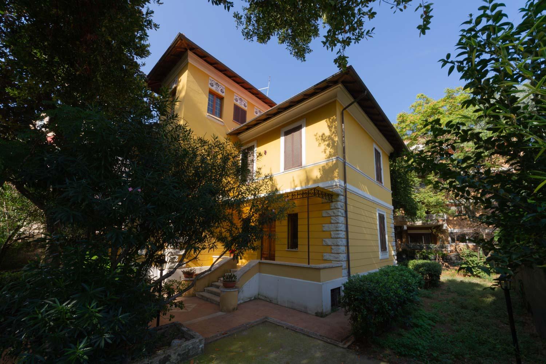 Villino in Vendita Città Giardino Roma – Grande Casa Con Giardino e Terrazzo