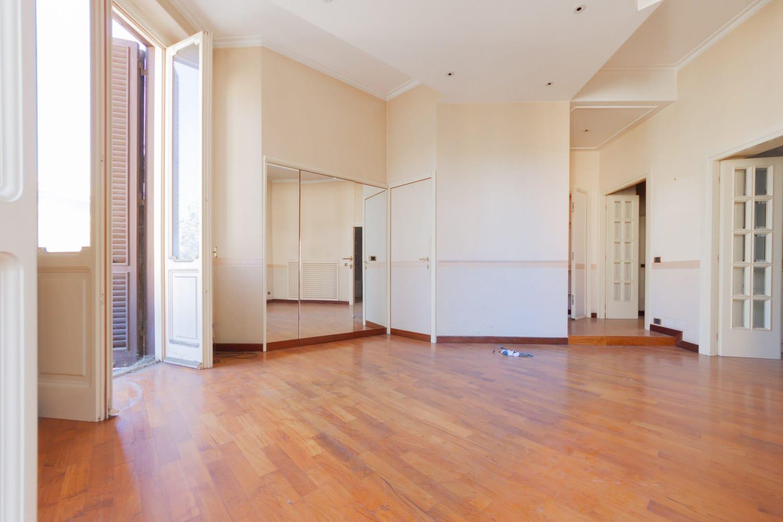 Affitto Trastevere – Grande Appartamento Ristrutturato con Balconata