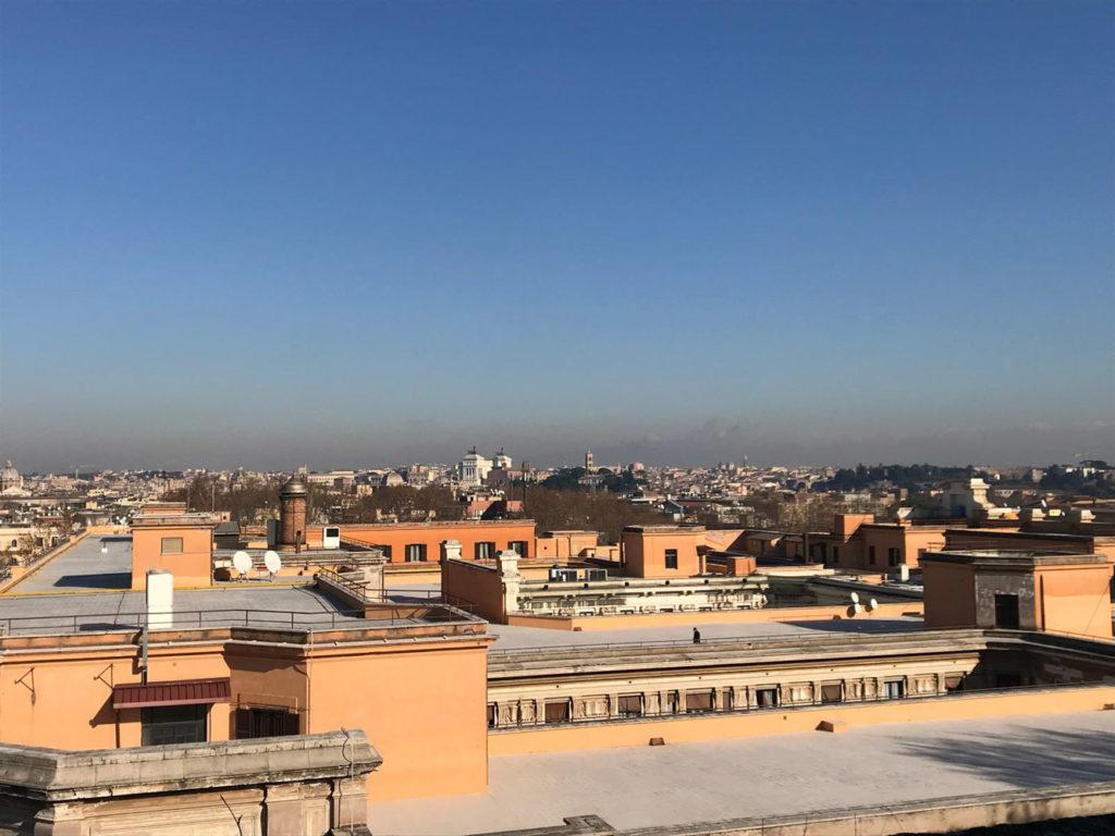 Appartamento di rappresentanza trastevere con balconata for Appartamenti arredati in affitto roma