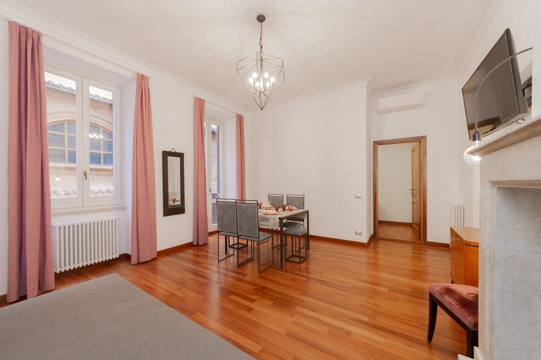 Via del Babuino - Elegante Appartamento Ristrutturato in Affitto