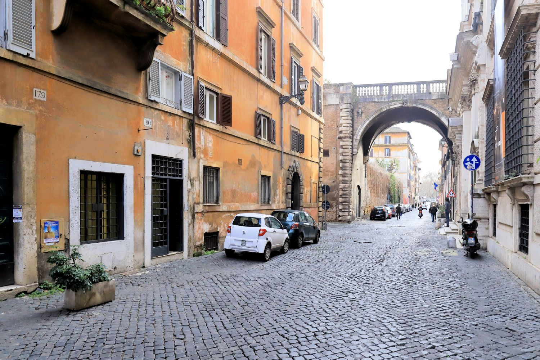 Negozio in vendita roma centro locale commerciale in via for Locale commerciale a roma