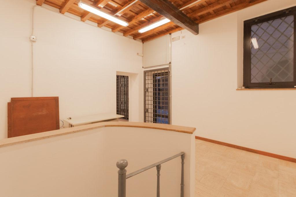 Negozio in affitto roma centro storico campo marzio for Negozi arredamento roma centro