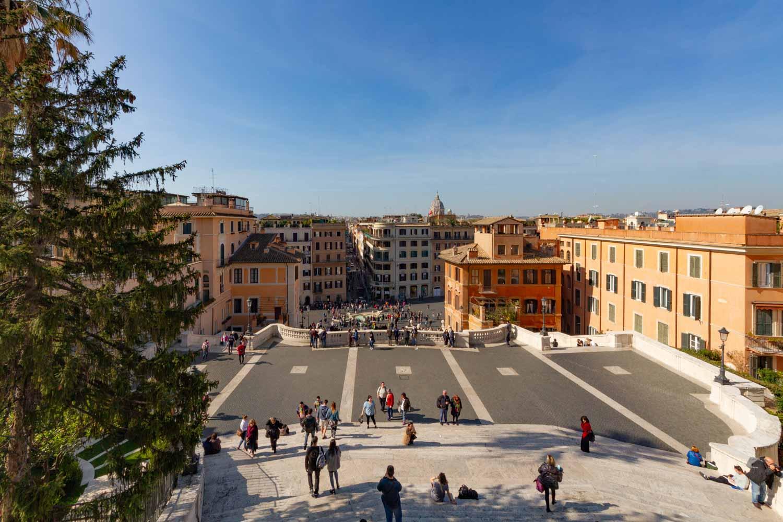 Roma trinit dei monti appartamento arredato in affitto for Affitto ufficio centro storico roma