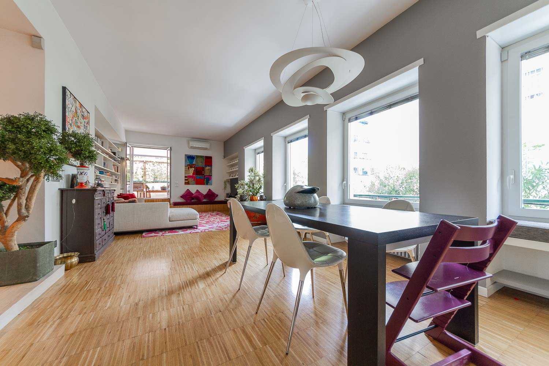 Appartamento Roma Ponte Milvio – Elegante Casa Ristrutturata con Terrazzo e Balcone