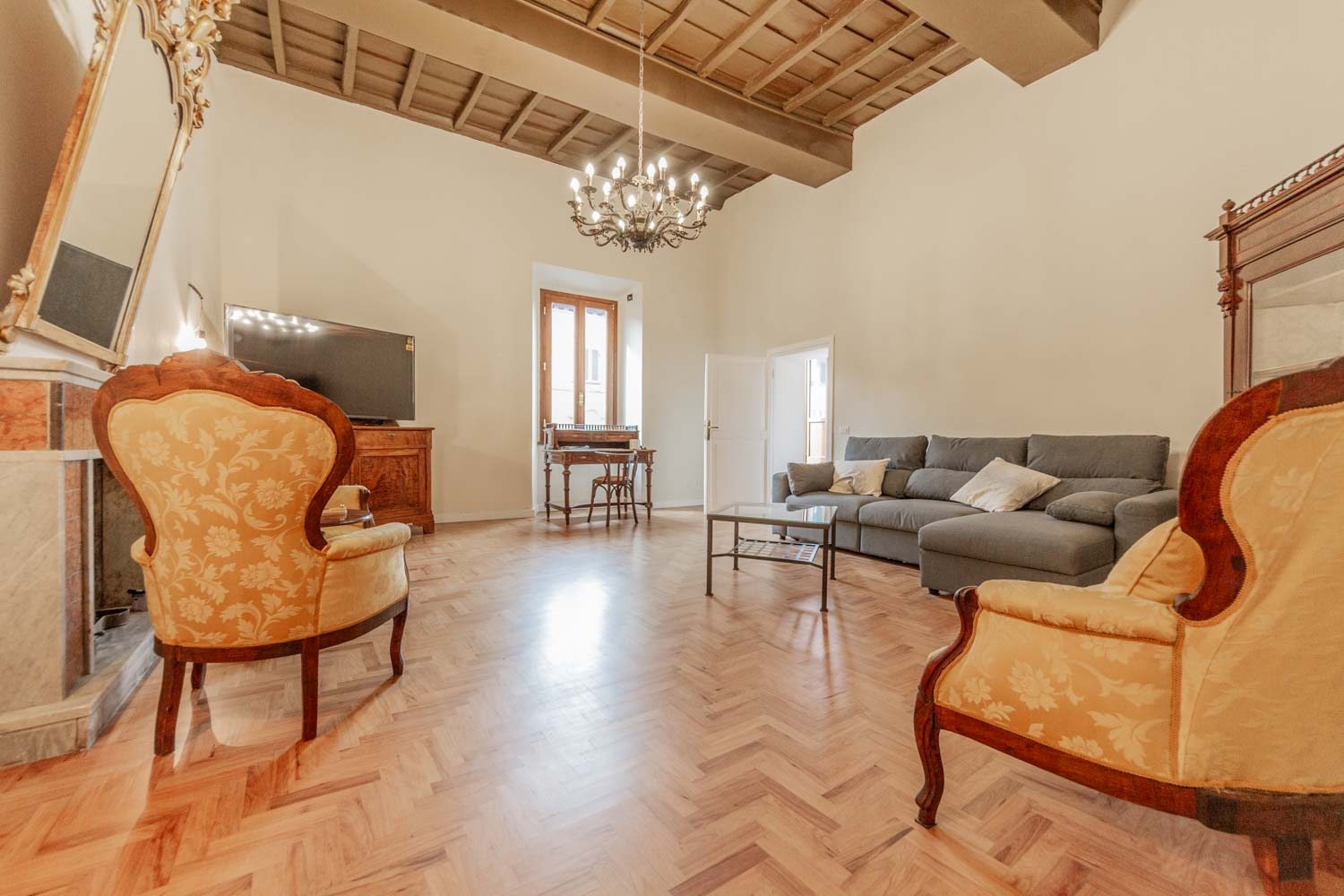 Apartment for sale Rome North Campagnano: 221 sqm Finely Restored in Historic Building a few steps from Rome