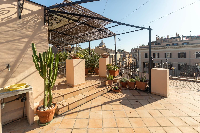 Attico e Super Attico in affitto Roma Campo dei Fiori: 125 metri quadri, Tre camere da Letto e Terrazza