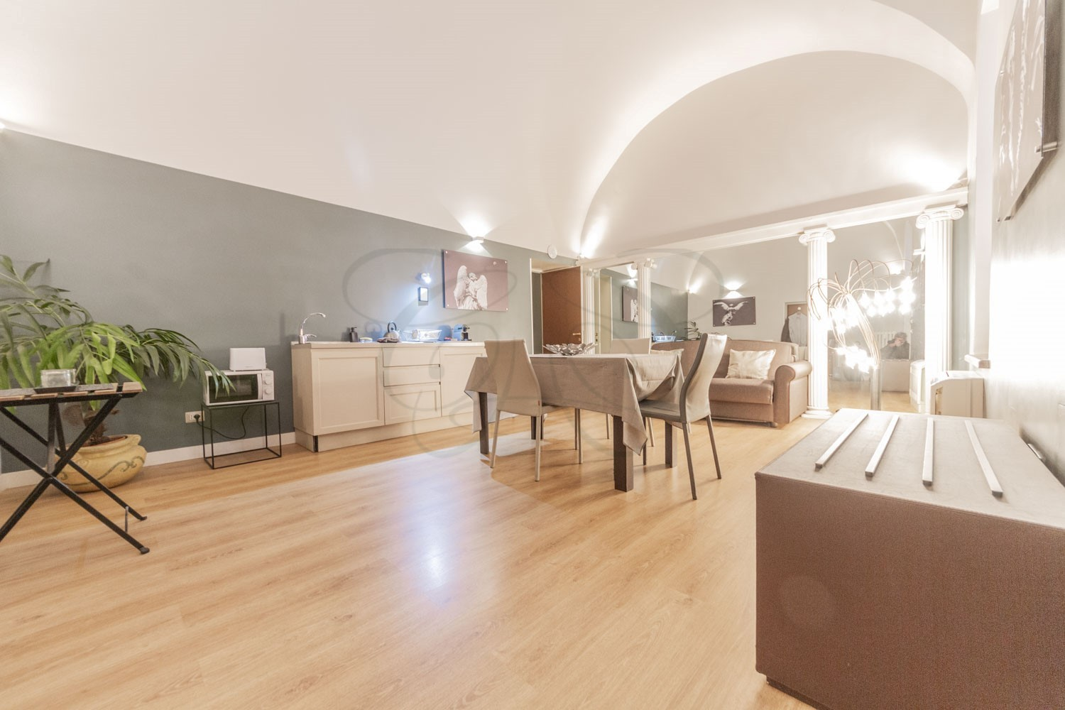Luxury Rent Rome Center: 100 m2 Finely Furnished Apartment