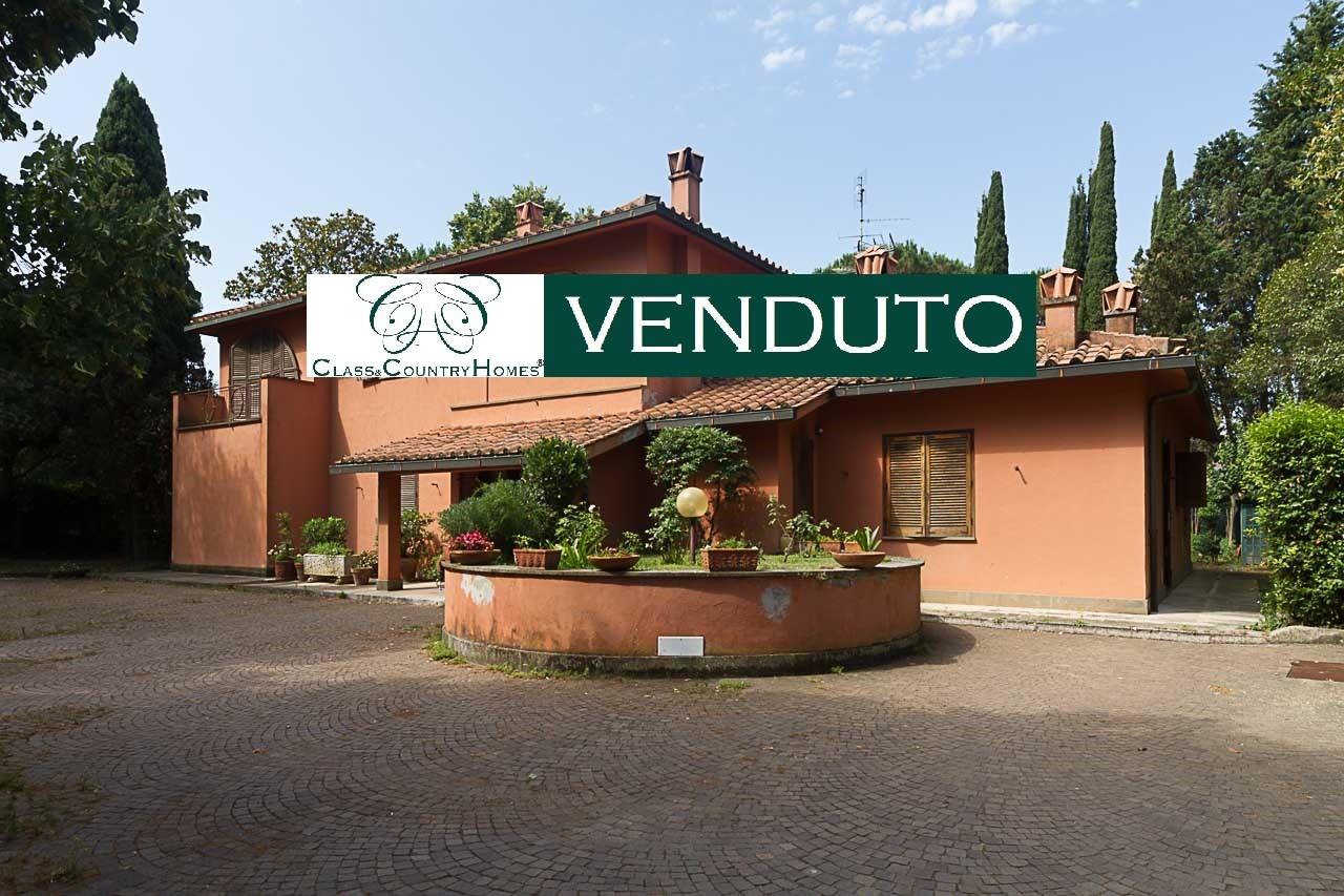 Villa Appia Antica Roma: Esclusivo Casale in Vendita