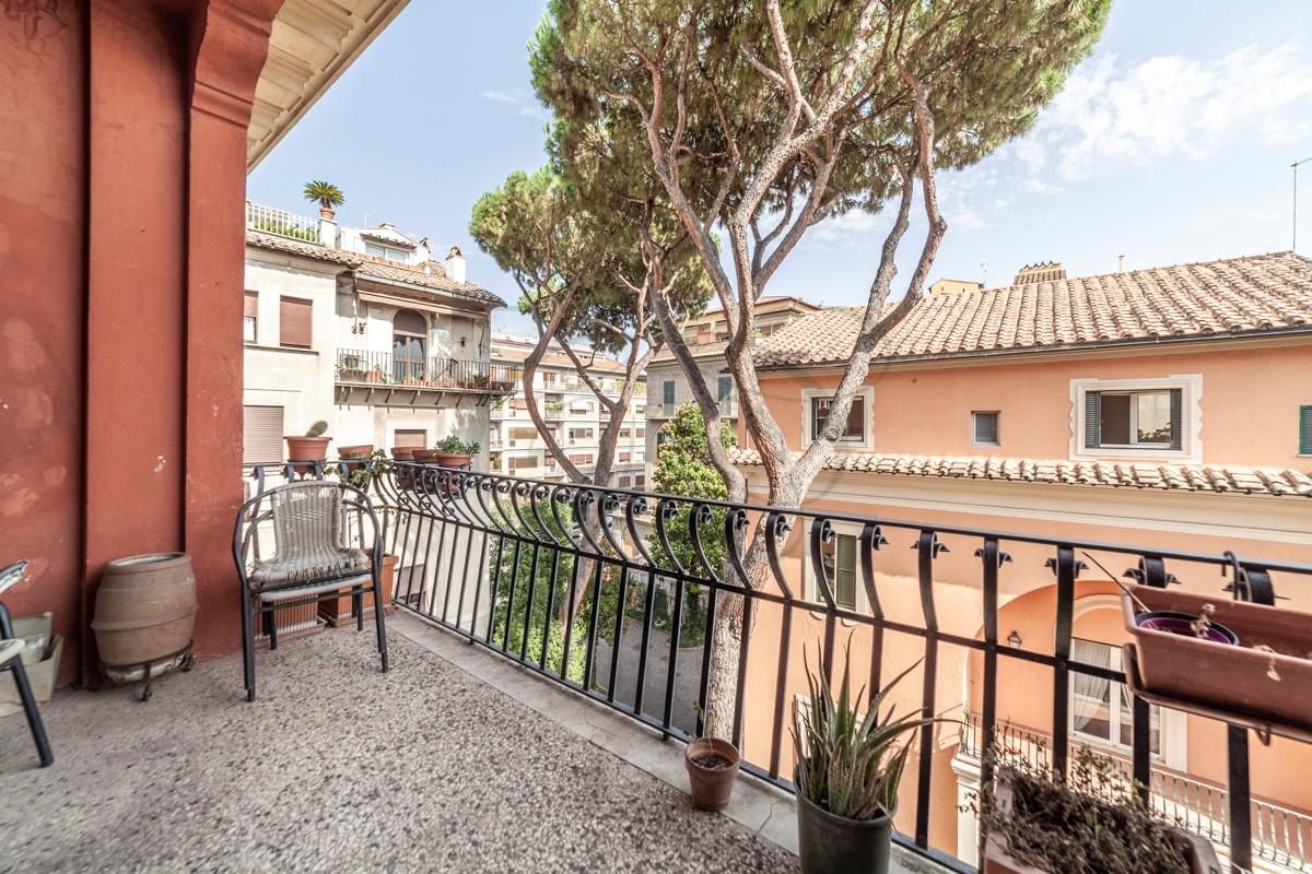 Luxury Rent Rome Italy: Prestigious Apartment with Terrace