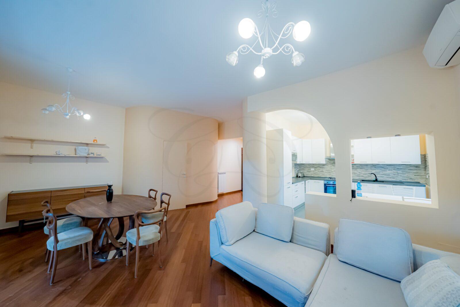 Affitto Roma Aventino: Appartamento Ristrutturato con Balconata